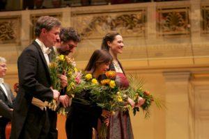 Dirigenten und Solisten bei der Verbeugung beim Benefizkonzert 2018