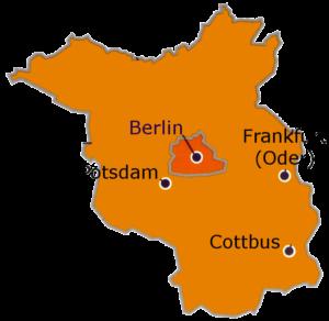 Der Umriss des Landes Brandenburg mit den Städten Berlin, Potsdam, Cottbus und Frankfurt (Oder)